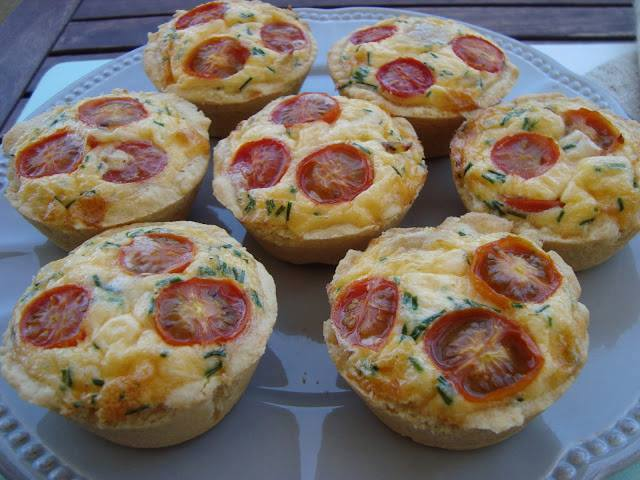 Mini-Quiches de frango e parmesão